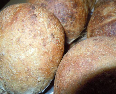Francesca ci racconta di miele: questa volta assieme al pane integrale, per una preparazione indimenticabile.