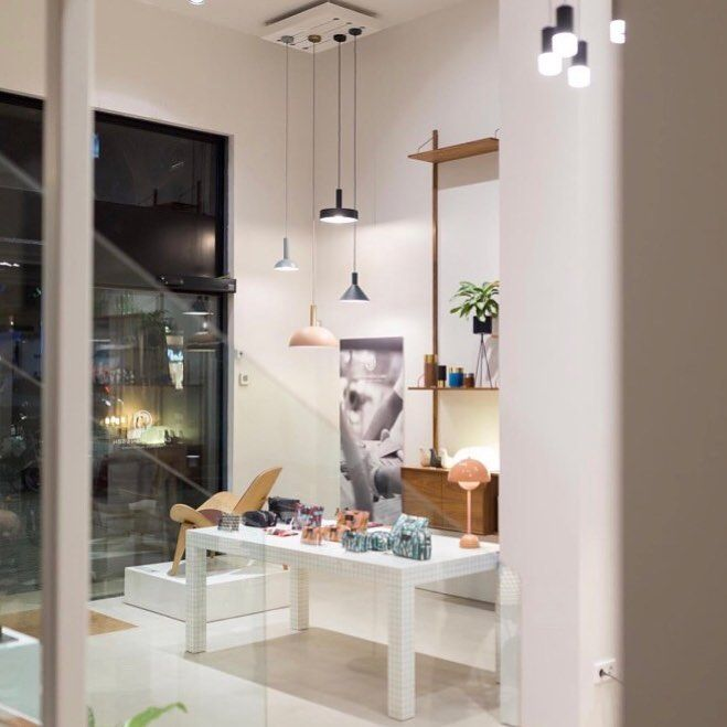 Can you spot our ROYAL SYSTEM shelving in the background @domesticoshop in Spain? #dk3 #trueaesthetics #royalsystem #theoriginal #design #by #poulcadovius #1948 #still #madeindenmark #70anniversary