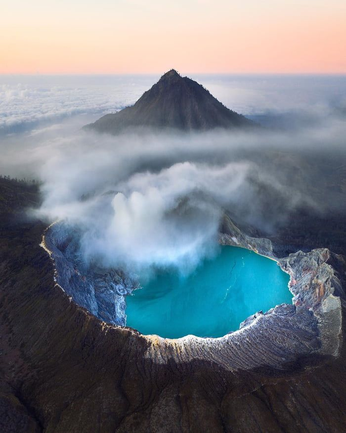 The mystery of the volcano with the blue lava