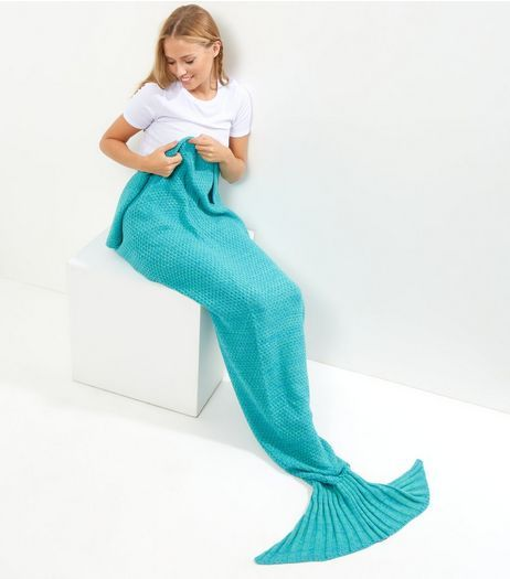 Blue Knitted Mermaid Tail Blanket | New Look