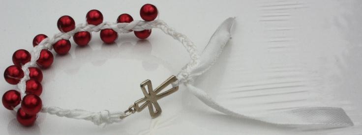 armband met kruis rode parelkralen en wit lint  handmade jewelery pearls beads