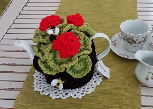 geranium tea cosy crochet pattern found at www.tbeecosy.com