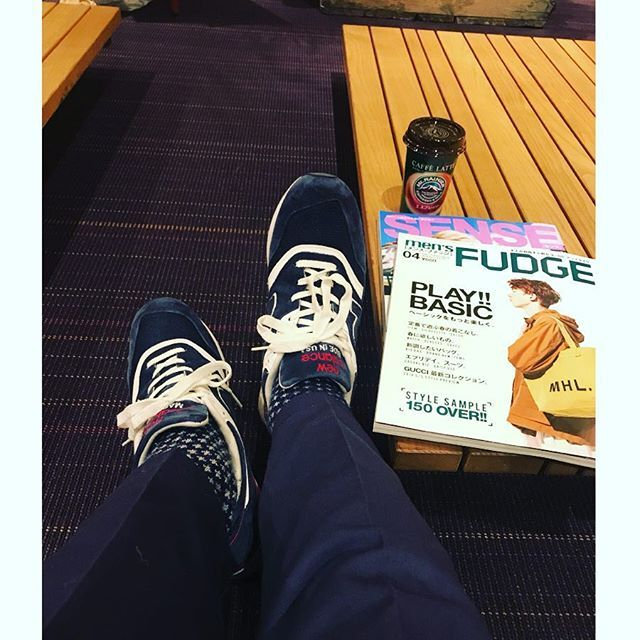 2018/03/13 14:37:09 hokku825 TSUTAYAカフェでお勉強。 今日はニューバランス997で👟 大好きなハワイで買ったやーつ👌  #ファッション好き #おしゃれ好き #スニーカー好き #靴好き #旅行好き #旅行好きな人と繋がりたい #写真好き #ビール好き #ハワイ好き #甥っ子大好き #お酒好きな人と繋がりたい #ワイン好き #オールデン #alden #コードバン #hawaii #靴好きな人と繋がりたい #ハワイ好きな人と繋がりたい #レザーソール #ワイキキ #ニューバランス997 #最高です #差し色は赤 #靴下コーデ # #ネイビーカラー #初めまして #よろしくお願いします #usa #おしゃれは足元から