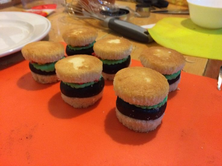 Cupcakes burguer #burguer #cupcake #cupcakes #reposteria #bakery #candy #sugar #cake #pastel #chocolate #color #colours #food #instagood #instafood #follow #followme #instafollow #buttercream #azucar #tasty