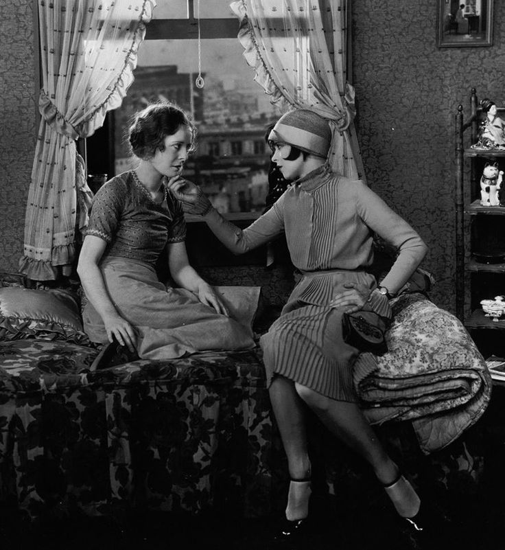 Clara Bow And Priscilla Bonner In Quot It Quot 1927 She S Got