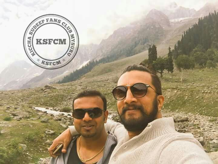 #KSFCM Exclusive Selfie Pic From #Hebbuli 🐅 shooting Spot at Sonamarg KASHMIR #KicchaSudeep With Umapathi