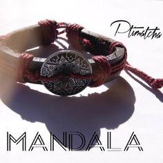 """Bracelet Homme / Femme """"Mandala"""" en cuir et chanvre tressé avec un connecteur en alliage de zinc de style Aztèque en son centre. Bordeau/Prune. 7,30€ sur Alittle Market boutique virtuelle. Ptimatcha."""
