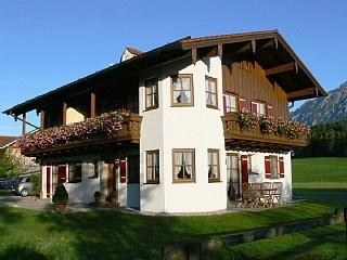 Kurzbeschreibung: Wohneinheit Staufen Ferienhaus in Bayerisch Gmain von @homeaway! #vacation #rental #travel #homeaway