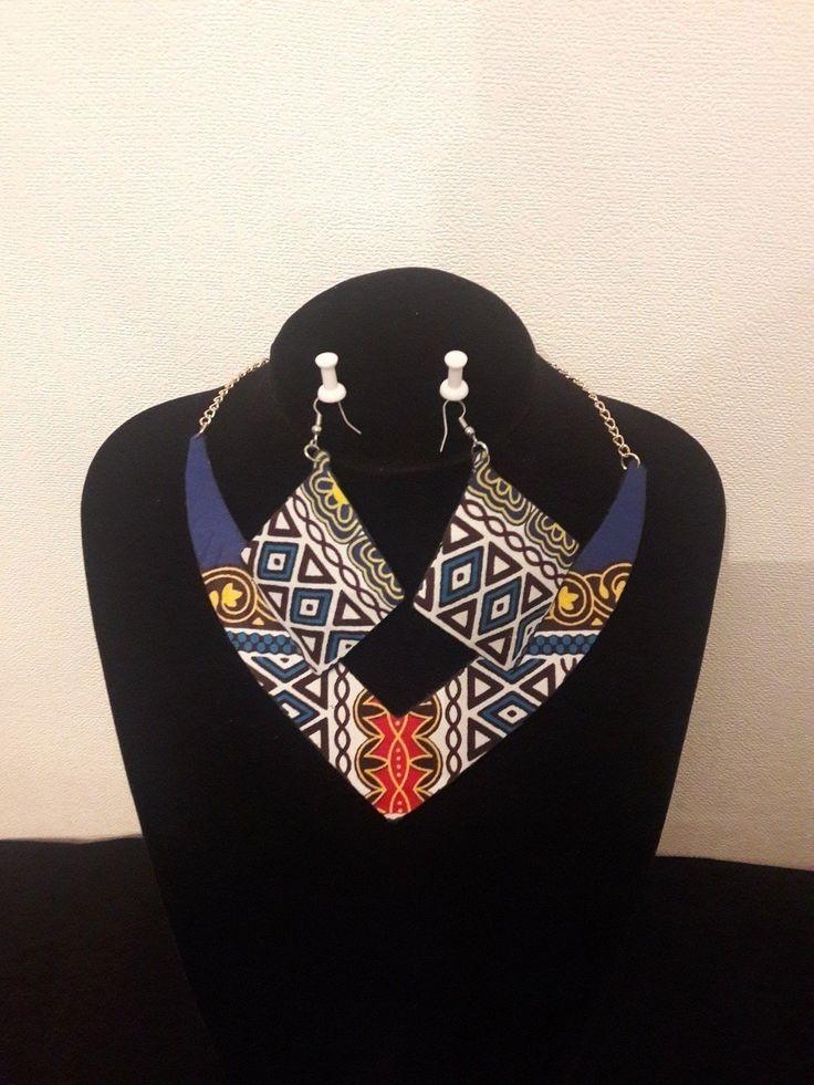 Ce collier et ses boucles d'oreille avec du tissu  dashiki sauront mettre en valeur vos tenues en toute circonstance en leur donnant d'avantage d'éclat. Cet ensemble permettra d'affirmer votre look afro et bien sûr  montrer l'amour pour le pagne africain. Dimensions : Diamètre: 28-40 cm  Encolure: 34cm/2,8 cm Poids: 43g ****** FRAIS DE PORT OFFERT****