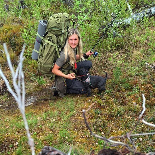 Den lille eventyreren Olivia, har hatt sin andre natt under stjernene! 🐾🌲🍄 . . . . . . . . #fjellfolk #keb #fjallraven #nordmarka #norway #visitnorway #norrøna #fiske #fisketur #camping #telttur #getoutstayout #gopro #fishing #bergans #godmorgennorge #nrknatur #tv2været #mountains #hiking #turjenter #reisegrossisten #utno #dnt