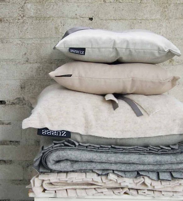 Pillows in the right colours ...