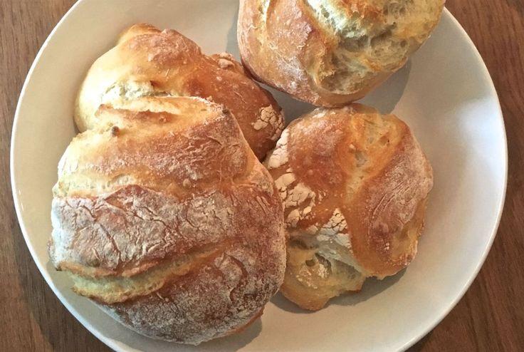 """Hallo Ihr Lieben, zum Frühstück heute am Nikolaustag gab es bei uns heute leckere selbstgebackenen Sonntagsbrötchen. Diese kamen für uns schon sehr nah an """"echte"""" Bäckerbrötchen ran. Da…"""
