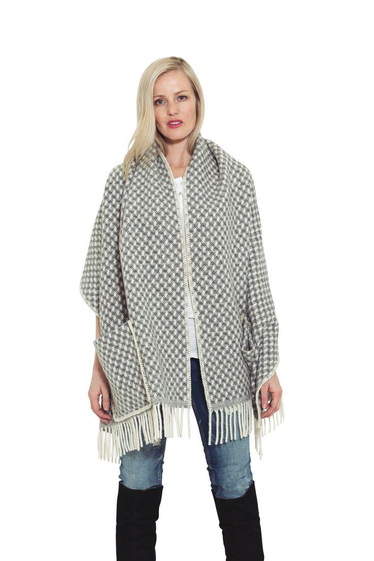 Embla sjal, ulldesign, norsk fashion Embla Shawl, wooldesign, Norwegian fashion.