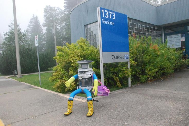 Retweeted by hitchBOT     Timothy Jaques @PretendEditor     ·   Jul 30      @HitchBOT arrived in Quebec at the tourism info centre/rest stop northwest of Edmundston early this a.m. #HitchBOT