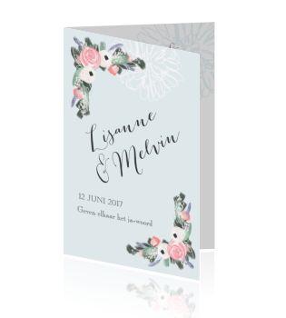 Elegante en romanstiche trouwkaart met bloemen in blauw