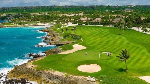 Além das belezas naturais, a República Dominicana é famosa por seus enormes campos de golf. Confira mais sobre esse destino paradisíaco do Caribe.