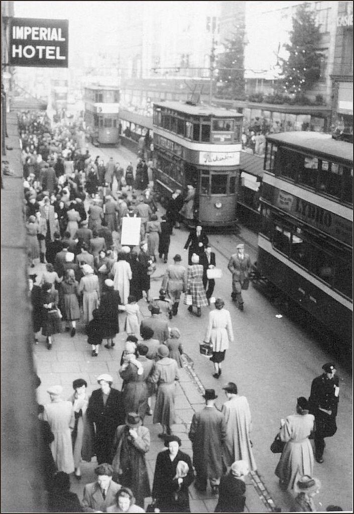 Leeds: Briggate. 1952.
