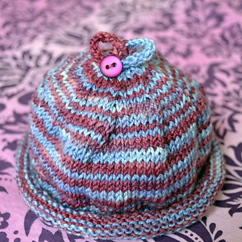 Baby hat. So cute! New neice and nephew on the way - need to make a few of th...