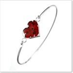 A truly stunning & classy bangle with miniature poppies inside of a heart shaped resin casing that sits in the middle of the silver bangle. Sterling 925 Silver. Comes with an attractive FREE gift box! This will make for a stunning gift for yourself or for that someone special in your life. We wouldn't be surprised if you became very popular and thanked again and again by the recipient for this absolutely beautiful purchase! A truly memorable gift indeed. £29.99…