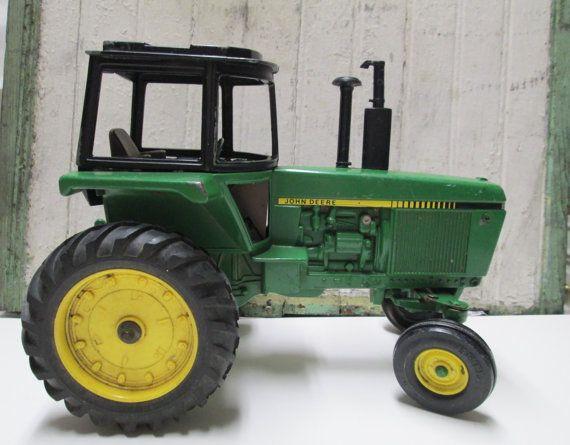 Iron Antique Tractors : Antique john deere toy tractor values best
