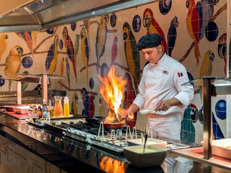 Show cooking at Parrots Restaurant #h10oceansuites #oceansuites #h10hotels #h10 #hotel #hotels