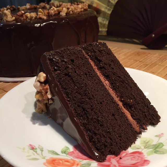 #Nutella sponge with chocolate ganache layer in between and covered all over with more chocolate ganache and drips before finally top with a sprinkle of walnut bits