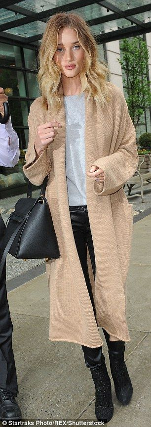 Supermodel Rosie Huntington-Whiteley wraps up in oversized camel cardigan | Daily Mail Online