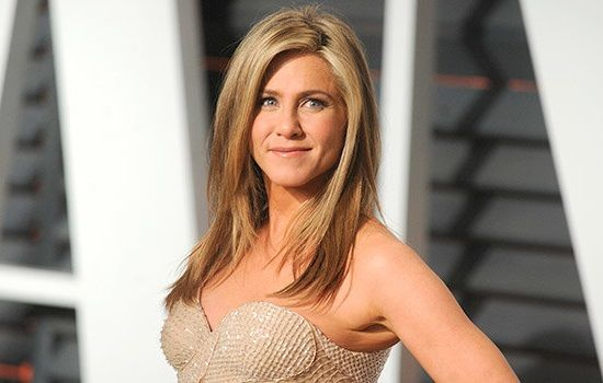 Jennifer Aniston is testing new hair products on friends