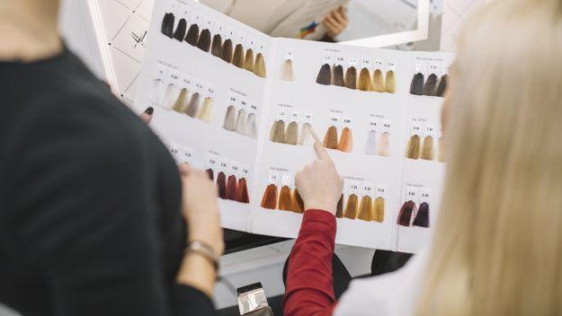 Crop client choosing hair color in salon free photo | #HairstylesProm #HairstylesApp #HairstylesBob # hairstylesBrötchen