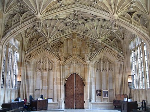 Divinity School at the Bodleian Library Oxford, England. Where the hospital wing scenes for the Harry Potter movies were filmed.