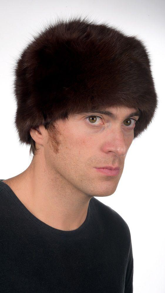 Classico cappello in pregiato zibellino bruno, unisex, per uomo e donna. Confezionato artigianalmente in Italia con le migliori pelli di zibellino.  www.amifur.it