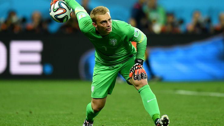 Barcelona kaleci Bravo'nun yerine Ajax'ın Hollandalı kalecisi Jasper Cillessen'i alıyor.