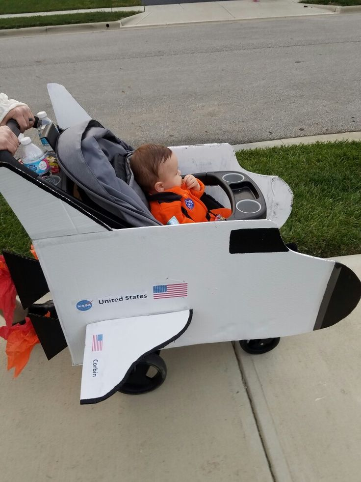 DIY space shuttle stroller Halloween costume-astronaut