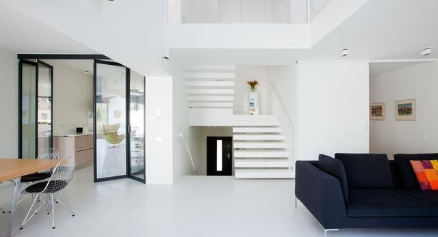 Nowoczesne wnętrza domu w Łodzi. Zobacz białe wnętrza domu w Łodzi. Mnóstwo zdjęć!