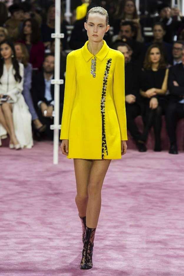 Alta Costura Primavera-Verano 2016: Christian Dior vestido camisero amarillo