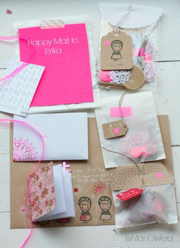 Happy Mail Project: letter to Erika ♥   Ishtar Olivera - Mooie verpakking, die zakjes met die labels eraan. Ook mooie kleurencombinatie, kraft met neon roze.