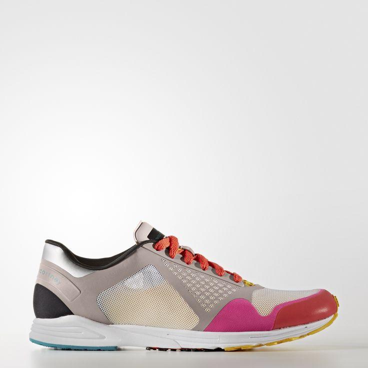 С 2005 года Стелла Маккартни успешно сочетает спортивный стиль с продуманными деталями, приятными текстурами и оригинальной цветовой палитрой. Результат — функциональные и в то же время безупречно женственные модели. Созданные для соревнований, эти легчайшие беговые кроссовки из коллекции adidas by Stella McCartney помогают поддерживать скорость во время спринтов и интервального бега. Верх из дышащей сетки и гладкое низкое голенище.