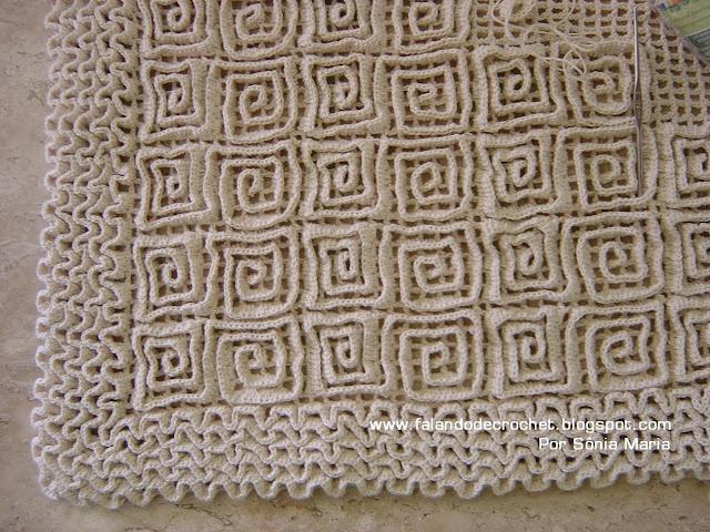"Great ""wiggly crochet"" rug tutorial by Sônia Maria on http://falandodecrochet.blogspot.com (in Portuguese)"