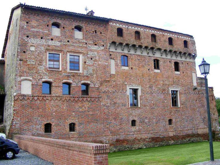 Il castello di Verrone è un complesso di edifici di origine medievale del Biellese situato nell'omonimo comune di Verrone. Sull'origine del toponimo esistono due ipotesi: secondo la prima esso deriverebbe dal latino Vetus (vecchio), mentre la seconda lo fa risalire al termine celtico Uer (superiore, che sta sopra)