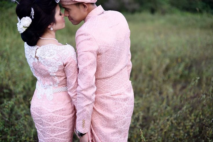 Super love my songket wedding dress by Asian Atelier! ❤️❤️❤️   Photo by: Ayul Rahman