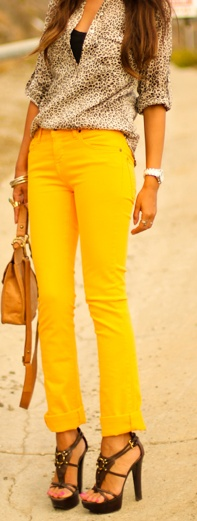 animal print blouse + bright yellow skinny jeans + brown sandals