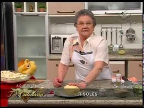 Coxinha, Bolinha três queijos, Risoles de calabresa Para a recheio da coxinha Ingredientes: 1kg de peito de frango com osso 50g de cenoura em cubos 50g de sa...