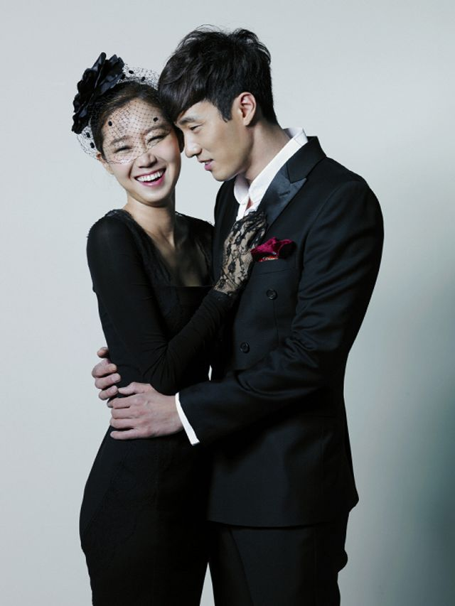 "SO JI SUB & GONG HYO JIN HUG IT OUT DURING THEIR OTP POSTER SHOOT FOR ""MASTER'S SUN"""