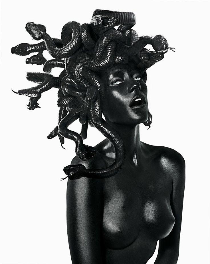 http://www.boumbang.com/damien-hirst-vs-john-rankin-waddell/ Damien Hirst & John Rankin Waddell, Medusa ©
