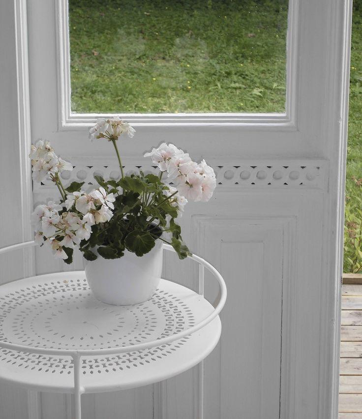 Dørene i verandaen har fungert som entrédører en sliten leiegård i Oslo i hundre år, og måtte gjennom en grundig renovering.