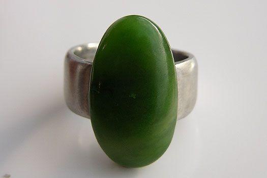 Warwick Edgington  Greenstone & stainless steel large oval ring