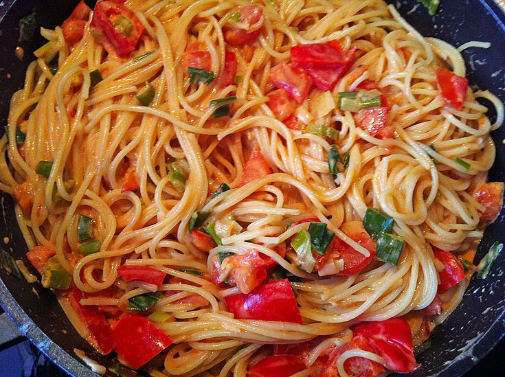 Chefkoch.de Rezept: Spaghetti in cremiger Paprika - Tomaten - Frühlingszwiebel - Sauce