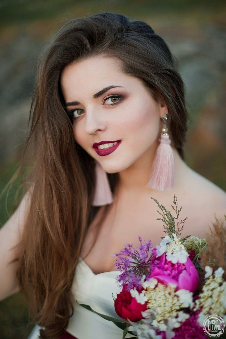 Купить серьги кисти Серьги ручной работы Серьги кисти Цвет розовый пудровый Серьги с кристаллами   «Мне наплевать на драгоценности. Они ничего не добавляют к радости жизни. Украшений должно быть много. Если они настоящие – это отдает дурным вкусом» (с) Коко Шанель