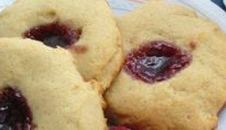 Biscuits clin d'oeil aux framboises | .recettes.qc.ca