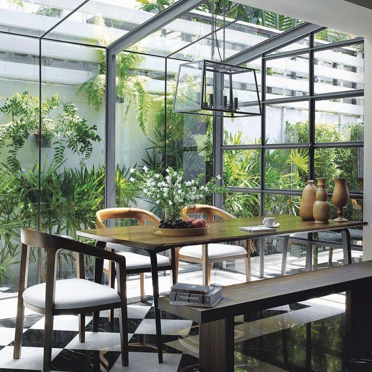 "1,836 Me gusta, 19 comentarios - ELLE Decoration UK (@elledecorationuk) en Instagram: ""Sensational dining space in a deluxe glass garden room via @djeaky and our Thai sister magazine…"""